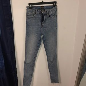 URBAN OUTFITTERS high rise jeans.
